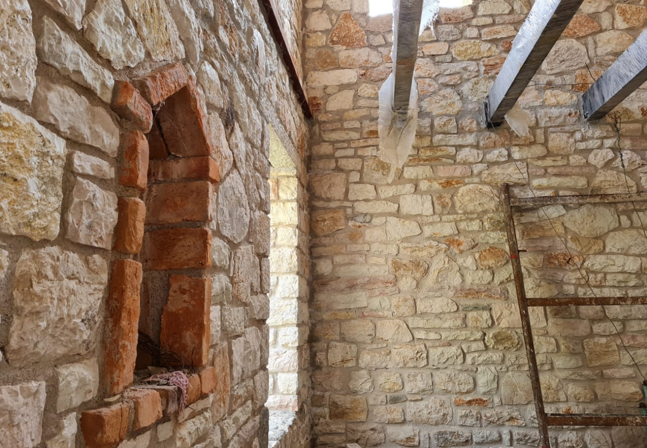 SHITET TRUALL + SHTËPI PRIVATE NË FSHATIN NIVICË, HIMARË