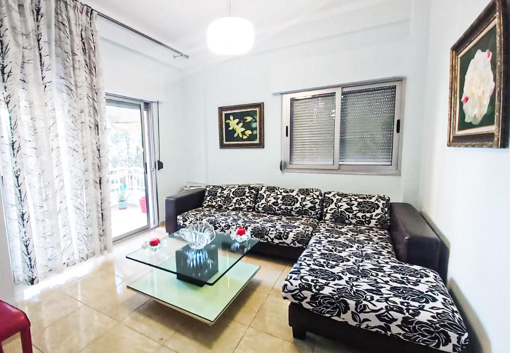 Apartament me qira në zonen e liqenit të thatë 450 euro/muaj sëbashku me garazhdin.
