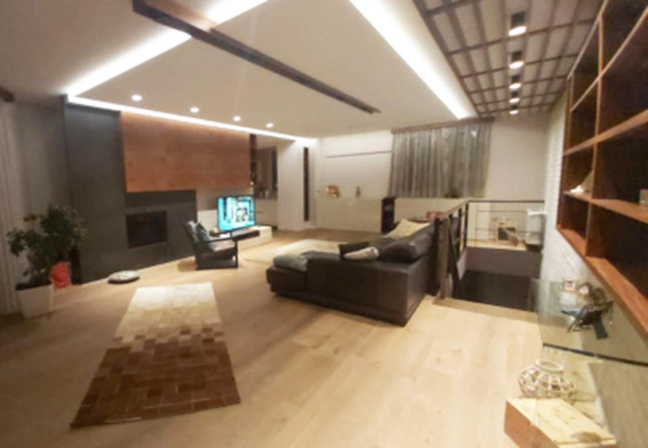 Shitet duplex në Rrugën Pjetër Budi  350.000 euro/ total, sëbashku me 2 vende garazhi.