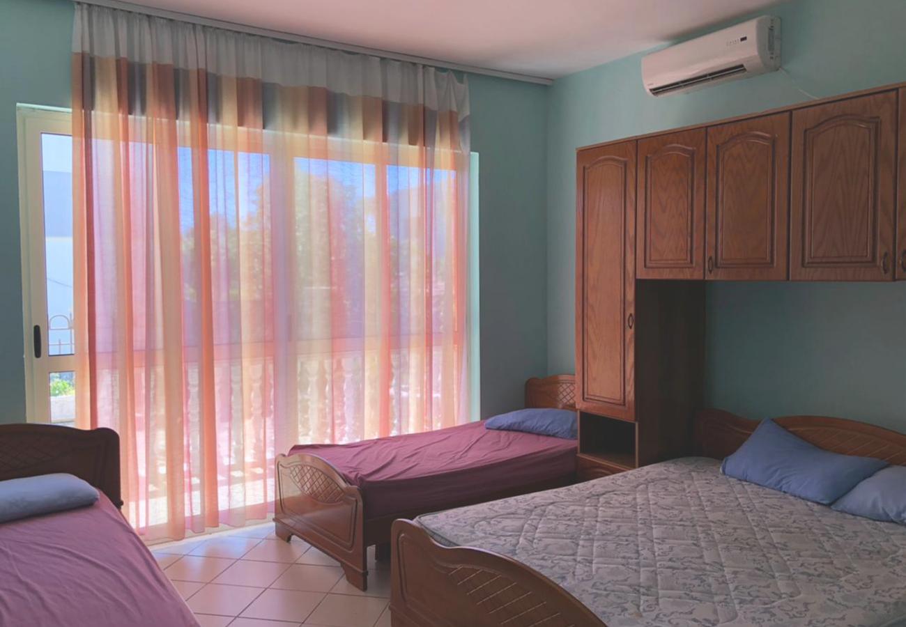 SHITET HOTEL + SHTËPI PRIVATE ,VILUN, VELIPOJË